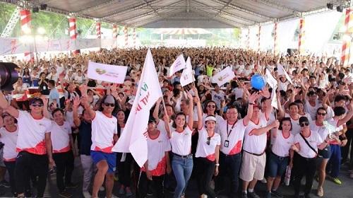Giải chạy thu hút sự tham gia của nhiều người nổi tiếng, các mạnh thường quân và đông đảo cộng đồng.