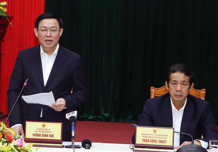 Phó thủ tướng Vương Đình Huệ phát biểu tại cuộc họp với tỉnh Quảng Bình, ngày 28/11. Ảnh: Chung Thành