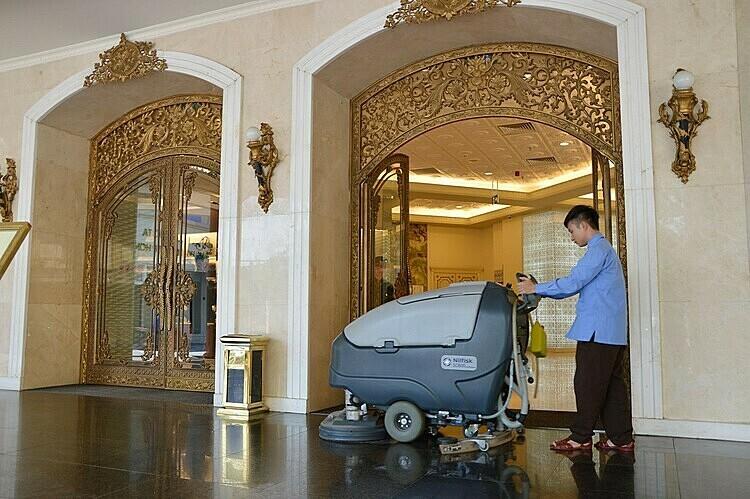 Pan Services Hà Nội cũng đồng hành cùng Tràng Tiền Plaza, mang đến một môi trường sạch sẽ.  Pan Services Hà Nội cung cấp các dịch vụ vệ sinh công nghiệp pan1 1574913483 2729 1574913546
