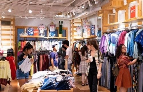 Các thương hiệu thời trang trong nước và quốc tế đều giảm tới 50% tại Vincom.