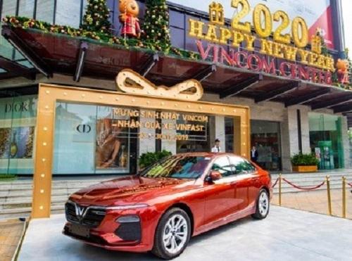 Khách hàng mua sắm tại Vincom Black Friday 2019 có cơ hội trúng ôtô VinFast Lux A2.0