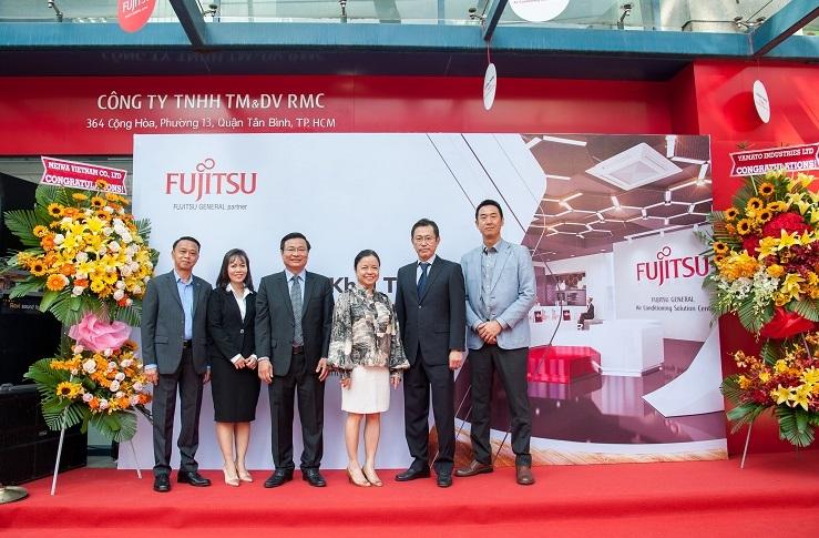 Đại diện Công ty TNHH TM & DV RMC và Đại diện Tập đoàn Fujitsu đến từ Nhật Bản.