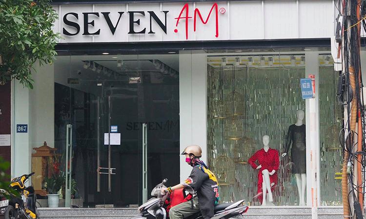 Một cửa hàng Seven Am tại Lạc Long Quân, Hà Nội. Ảnh: Anh Tú
