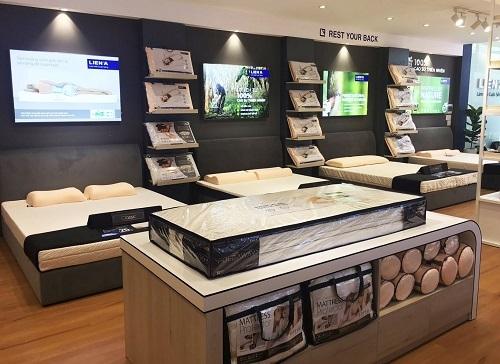 Cửa hàng thứ 17 của Liên Á trưng bày đa dạng các sản phẩm.