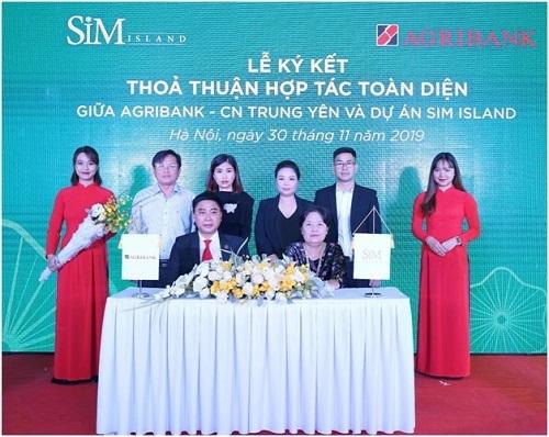 Đại diện Sim Island (trái hay phải?) ký kết hợp tác với Agribank chi nhánh Trung Yên tại sự kiện.  Sim Island khai trương văn phòng trưng bày tại Hà Nội 2 3962 1575260357
