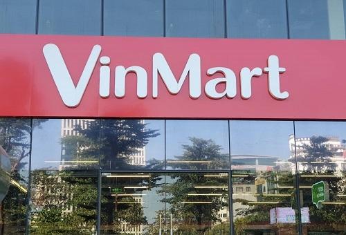 Logo Vinmart bên ngoàimột siêu thị của hệ thống này tại Hà Nội. Ảnh: Hoài Thu