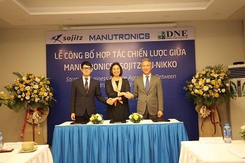 Đại diện ba công ty tại buổi ký kết.