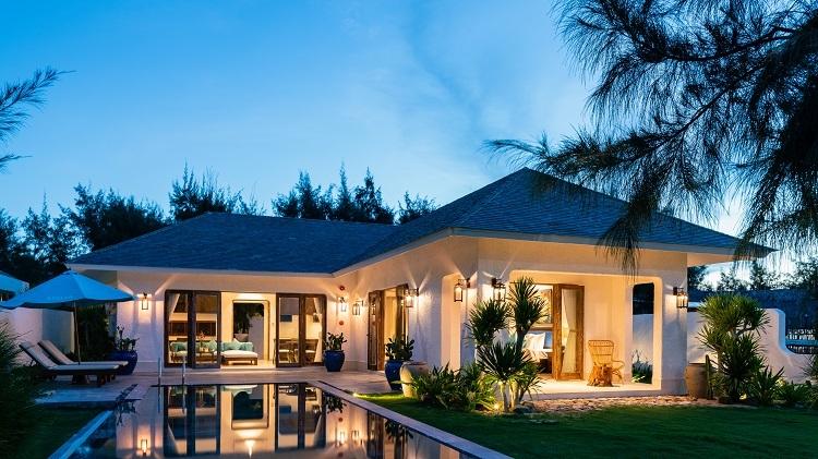 Biệt thự nghỉ dưỡng thuộc khu phức hợp Việt Beach, lấy cảm hứng từ phong cách kiến trúc Địa Trung Hải.