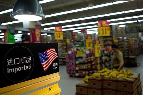 Khu vực bán hàng Mỹ nhập khẩu tại một siêu thị ở Thượng Hải, Trung Quốc. Ảnh: Reuters