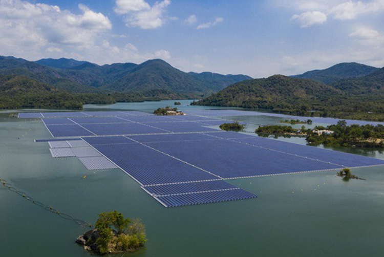 Dự án điện mặt trời nổi phải dùng công nghệ sạch