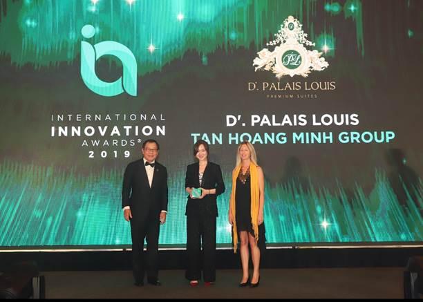 BodyDự án D. Palais Louis của Tập đoàn Tân Hoàng Minh giành Giải thưởng sáng tạo đổi mới quốc tế 2019Là dự án bất động sản cao cấp nhất của Tập đoàn Tân Hoàng Minh và được kiến tạo với mong muốn trở thành một biểu tượng kiến trúc có thể sánh ngang với các công trình trên thế giới, dự án D. Palais Louis đã xuất sắc giành Giải thưởng sáng tạo đổi mới quốc tế tại Lễ trao giải International Innovation Awards 2019 do Enterprise Asia tổ chức.Ngày 4/12/2019 vừa qua, tại Resorts World Sentosa (Singapore), Tập đoàn Tân Hoàng Minh đã được xướng tên tại Lễ trao giải Giải thưởng sáng tạo đổi mới quốc tế 2019 - International Innovation Awards (IIA) 2019 tại Hạng mục Sản phẩm. Giải thưởng này là phần thưởng và sự ghi nhận xứng đáng cho những sáng tạo đột phá được áp dụng tại dự án D. Palais Louis và sự nỗ lực không ngừng đổi mới của Tập đoàn Tân Hoàng Minh.Đại diện Tập đoàn Tân Hoàng Minh vinh dự nhận giải thưởng IIA 2019IIA là một sự kiện quốc tế thường niên được tổ chức bởi Enterprise Asia Tổ chức phi chính phủ hàng đầu về kinh doanh tại châu Á nhằm vinh danh các doanh nghiệp, tổ chức có sự sáng tạo trên toàn châu Á trên 3 hạng mục: Sản phẩm; Dịch vụ & Giải pháp và Tổ chức & Văn hóa.Đi đầu trong công cuộc Cách mạng đổi mới, IIA 2019 là giải thưởng được mong đợi trên toàn châu Á với sự góp mặt của hơn 300 khách mời bao gồm các doanh nghiệp, tổ chức, doanh nhân xuất sắc như là AIA Malaysia, HIWIN Technologies Corp (Đài Loan), Singapore International Olam, Unilever (Philippines), PT MRT Jakarta, Cơ quan Giao thông và Đường bộ các tiểu vương quốc Ả Rập Theo ông William Ng - Chủ tịch Enterprise Asia, không có đổi mới thông thường, mục tiêu của giải năm nay là ghi nhận các sáng kiến có thể thúc đẩy sự đổi mới vượt bậc trong các quốc gia, ngành công nghiệp và từ đó, khuyến khích các doanh nghiệp, tổ chức tiếp tục đầu tư vào đổi mới, sáng tạo.Với đội ngũ giám khảo chuyên nghiệp, đi đầu trong lĩnh vực sáng tạo, giải thưởng IIA đã được công nhận rộng rãi và đảm bảo uy tín cho các thương 