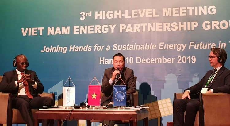 Ông Đặng Hoàng An - Thứ trưởng Công Thương (giữa) phát biểu tại Hội nghị VEPG ngày 9/12. Ảnh: H.T