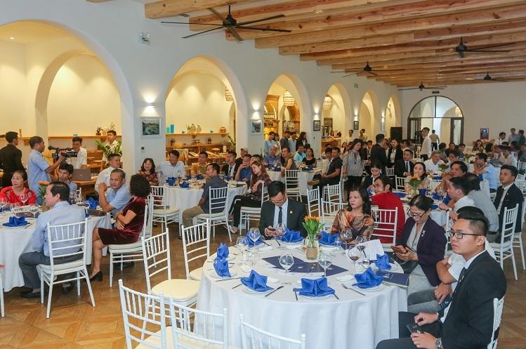 Hàng trăm nhà đầu tư đến tìm hiểu dự án Thera Premium tại sự kiện công bố giá hồi tháng 11. Ảnh: Quỳnh Trần.