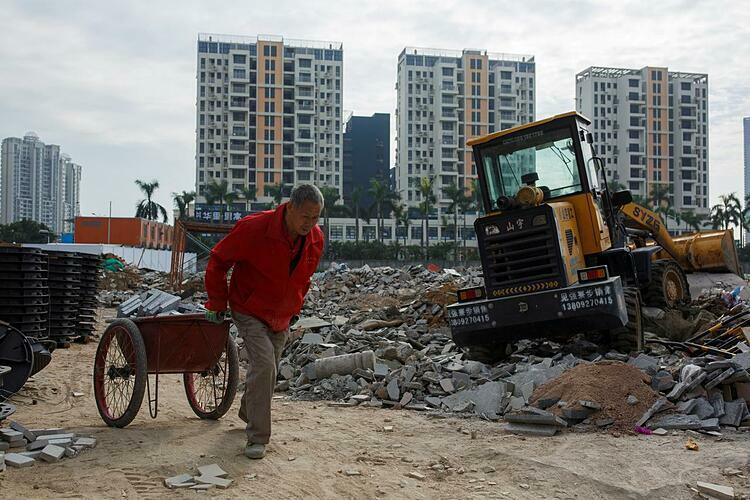 Công nhân tại một công trường ở Quảng Đông (Trung Quốc). Ảnh: Reuters
