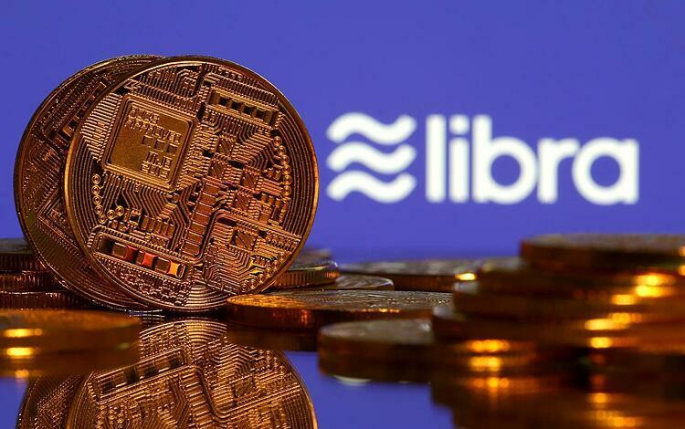 Đồng tiền mô phỏng tiền ảo và logo Libra. Ảnh: Reuters