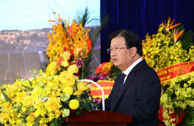Phó thủ tướng Trịnh Đình Dũng phát biểu tại lễ kỉ niệm 65 năm ngành điện
