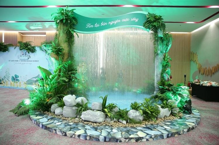 Tham dự sự kiện, khách mời còn được tham gia trải nghiệm phần nào những tiện ích trong tương lai tại quần thể nghỉ dưỡng. Chủ đầu tư cùng đơn vị phát triển mong muốn tái hiện hành trình tìm về bản nguyên cuộc sống ngay tại sự kiện. Nổi bật là con đường sinh thái rợp bóng cây xanh, cảnh quan hùng vĩ với rừng xanh, biển biếc, những thanh âm của thiên nhiên như tiếng suối chảy, tiếng chim ríu rít...  - 9999999-8976-1577261677 - L'Alyana Senses Word Phú Quốc kỳ vọng thành 'tâm điểm' đảo Ngọc