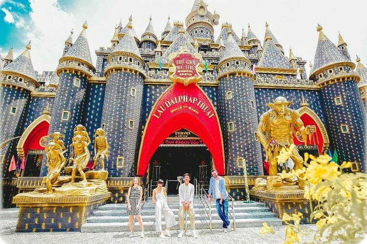 Lâu đài phép thuật mang đến những trải nghiệm cho du khách thích mạo hiểm.