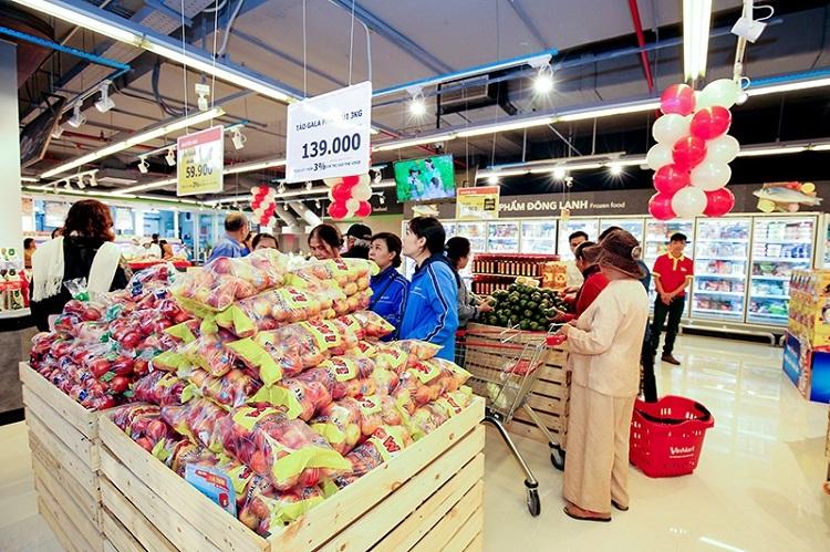 Một góc quầy thực phẩm tại siêu thị Vinmart.