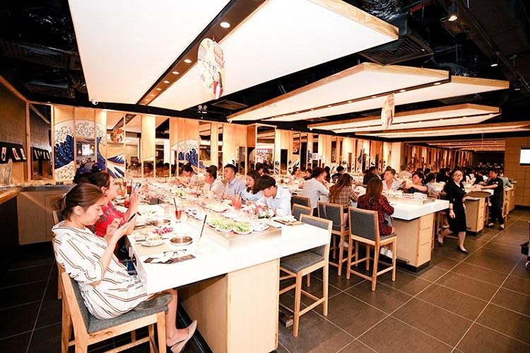 Một góc nhà hàng theo phong cách ẩm thực Nhật Bản.