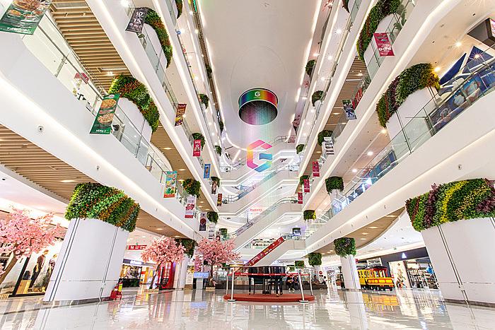 Gigamall có tổng diện tích sàn bán lẻ hơn 110.000 m2, tọa lạc tại 240-242 đại lộ Phạm Văn Đồng, phường Hiệp Bình Chánh, quận Thủ Đức, TP HCM.