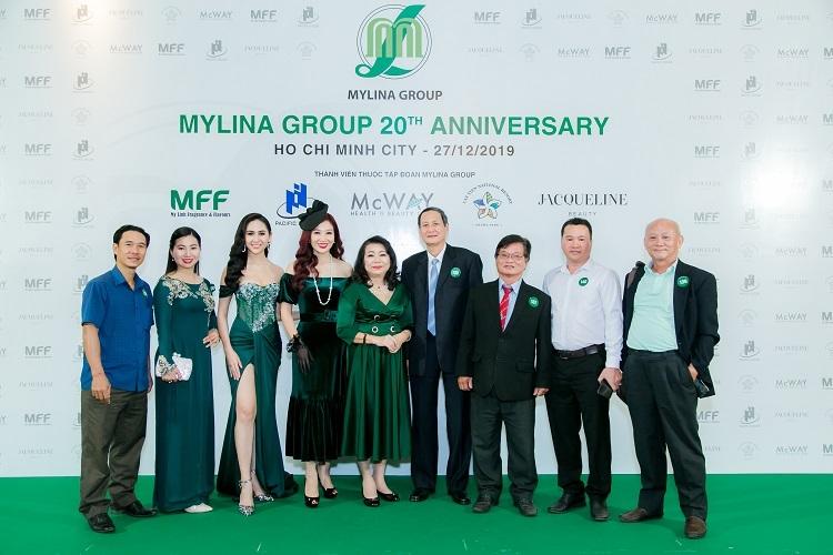 Bà Lâm Thị Mỹ Dung (thứ năm từ trái sang) - Chủ tịch HĐQT, Tổng Giám đốc Mylina Group cùng các khách mời tại sự kiện.