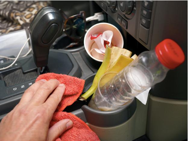 Những chiếc xe chở trẻ nhỏ có lượng vi khuẩn và nấm mốc khá lớn do hậu quả từ thức ăn rơi vãi trong xe.