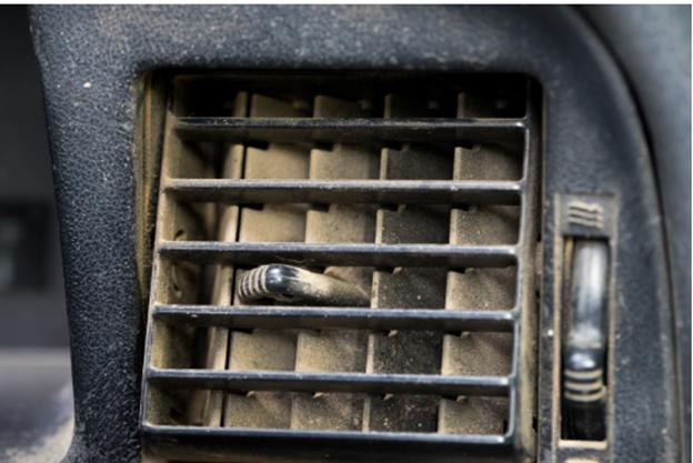 Khe điều hoà tiềm tàng vi khuẩn, bụi bẩn gây ô nhiễm không khí trong xe hơi.
