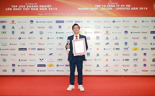 Ông Đoàn Đình Duy Khương - Tổng Giám đốc Dược Hậu Giang nhận giải Top 10 công ty dược uy tín 2019