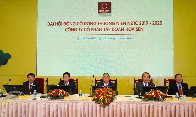 Ban lãnh đạo Hoa Sen tại phiên họp sáng 13/1. Ảnh: HSG.