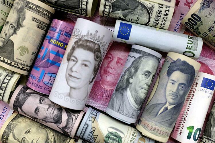 Đôla Mỹ, đôla Hong Kong, yen Nhật, bảng Anh, nhân dân tệ và euro. Ảnh: Reuters