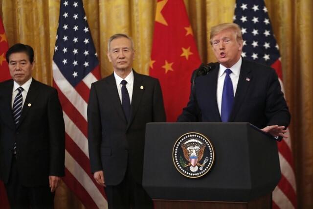 Trump phát biểu tại lễ ký thoả thuận thương mại rạng sáng naytại Nhà Trắng. Ảnh: Bloomberg.
