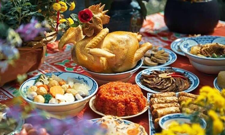 Những món ăn khách hàng có thể chọn trong mâm cỗ cúng ngày ông Công ông Táo. Ảnh: NHBC