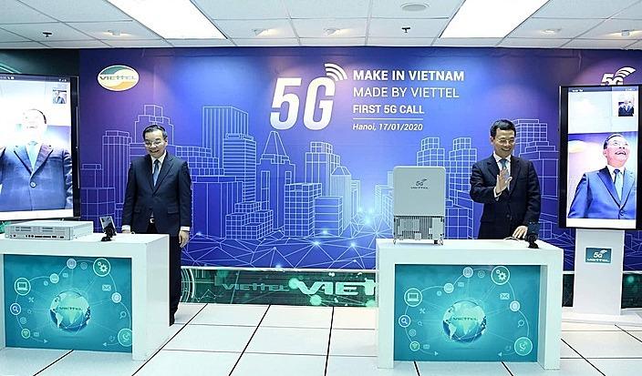 Hai bộ trưởng gọi thử 5G trên thiết bị made in Vietnam - ảnh 1