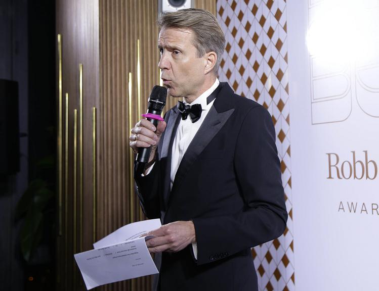 Ông Michael von Schlippe - Tổng giáp đốc Indochine Media Ventures, phát biểu tại lễ trao giải.