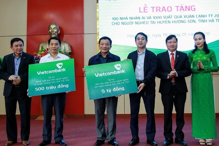 Vietcombank tặng nhà cho hộ khó khăn - ảnh 2