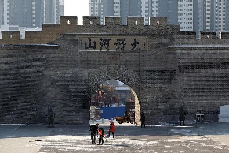 Bức tường thành cổ ở thành phố Trương Gia Khẩu, hiện được kết nối với Bắc Kinh bằng đường sắt cao tốc. Ảnh: Simon Song