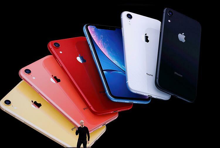 CEO Apple Tim Cook giới thiệu iPhone 11 hồi tháng 9/2019. Ảnh: Reuters