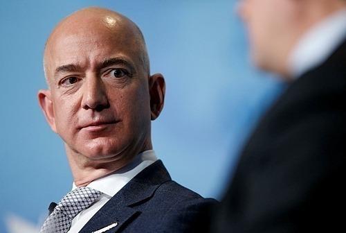 Ông chủ Amazon Jeff Bezos hiện là người giàu nhất hành tinh. Ảnh: Reuters