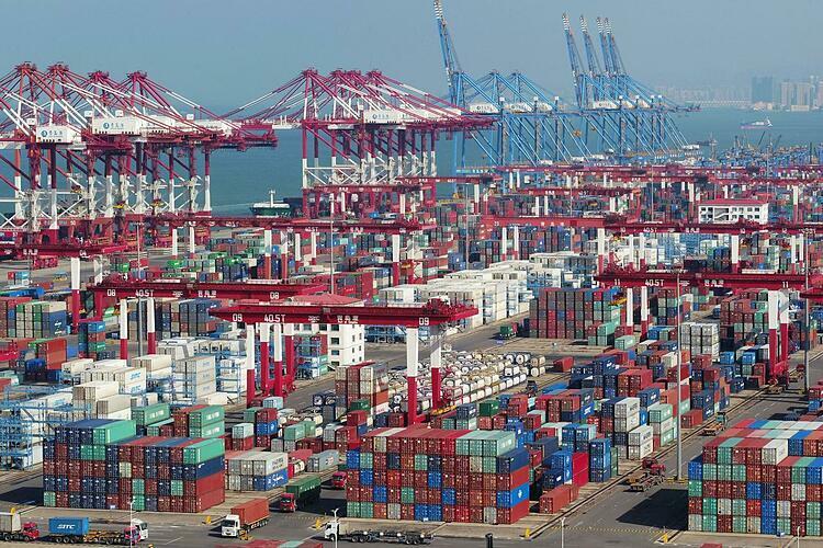 Container tại một cảng biển ở Sơn Đông (Trung Quốc). Ảnh: Reuters