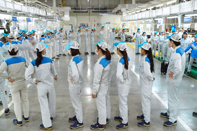Tại nhà máy Daikin Việt Nam, văn hóa hô vang khẩu hiệu An toàn là trên hết - Yoshi đã trở thành thói quen mỗi ngày của nhân viên.