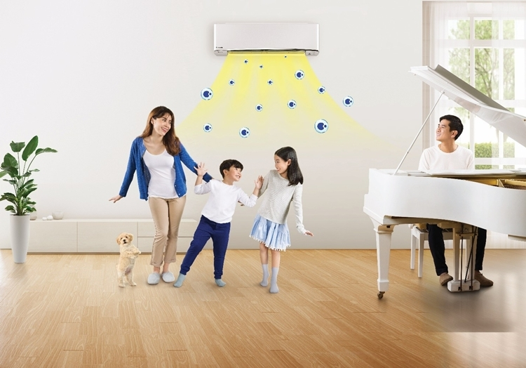 Công nghệ nanoe của điều hòa có thể được kích hoạt từ xa, giúp căn nhà luôn sạch sẽ và thoải mái cho bạn và người thân khi trở về.