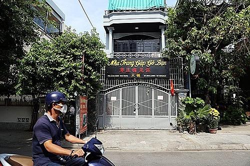 Một cửa hàng chuyên phục vụ khách Trung Quốc ở Nha Trang đóng cửa. Ảnh: Xuân Ngọc