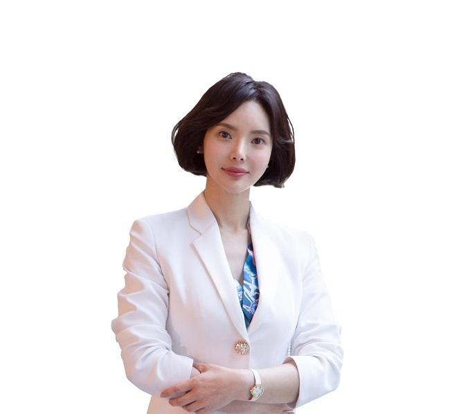 MC Jung Sun Me từ Hàn Quốc.