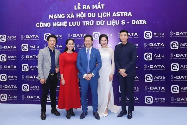 Sự kiện ra mắt ứng dụng Astra và S-Data có sự góp mặt của nhiều nghệ sĩ tên tuổi.