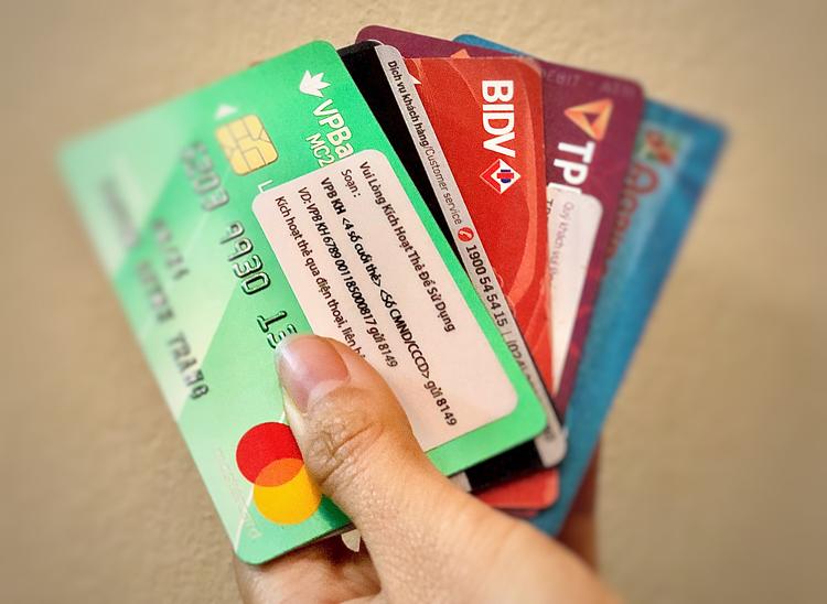 Hay chậm trả nợ nên chọn loại thẻ tín dụng nào - ảnh 1