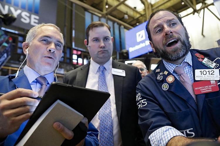 Bên trong Sở giao dịch chứng khoán New York. Ảnh: Reuters