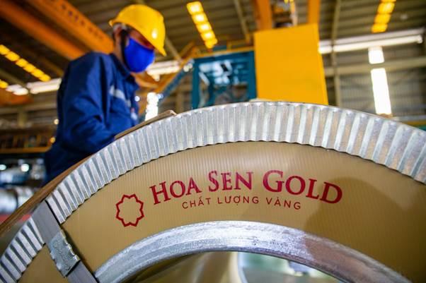 Sản phẩm tôn Hoa Sen Gold mới tại nhà máy.