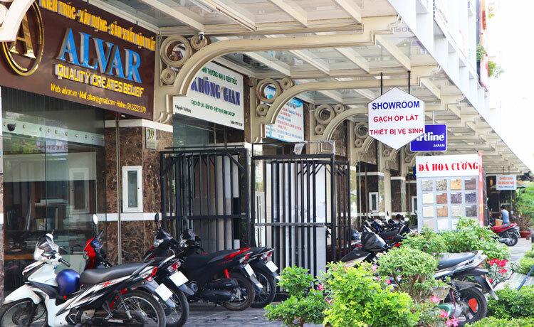 Một khu shophouse, nhà phố xuất hiện nhiều văn phòng công ty tại khu Đông TP HCM. Ảnh: Vũ Lê