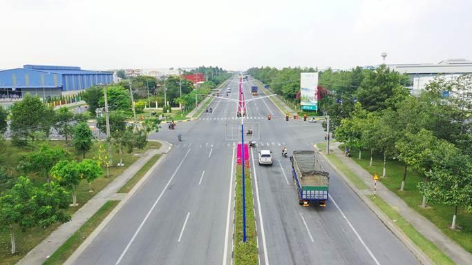 Một tuyến đường bên cạnhKhu công nghiệp Phú Tân.